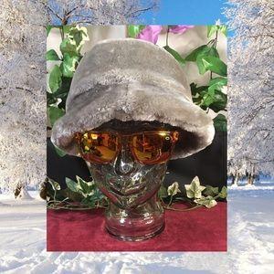 *Winter has arrived*Light grey faux fur bucket hat